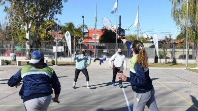 Photo of Practican badminton en los Polideportivos