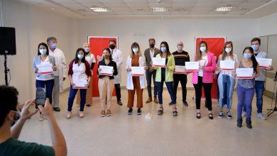 Photo of Entregaron diplomas a médicos residentes