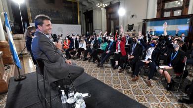 Photo of Massa escuchó en el Congreso a más de 90 estudiantes y profesionales de todo el país
