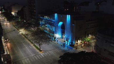 Photo of El Municipio se ilumina de azul en el Día de la Dislexia